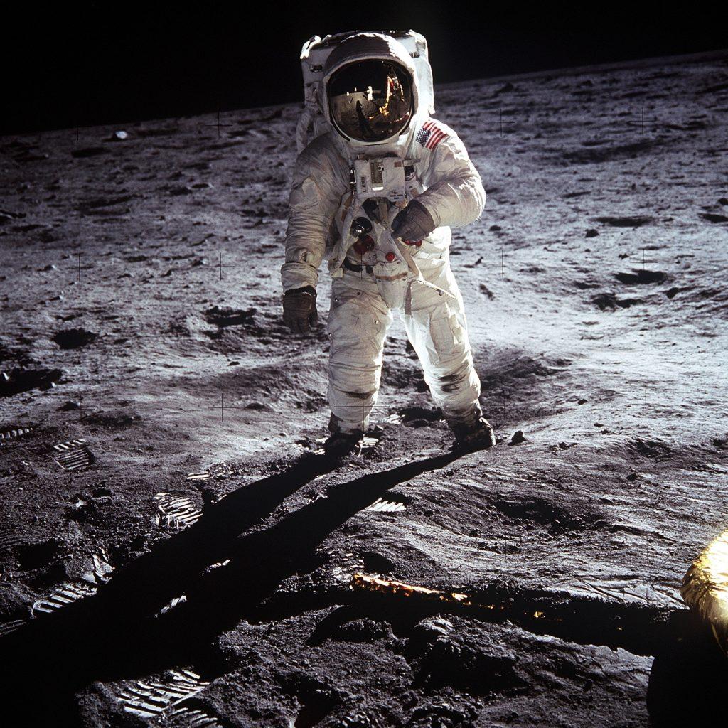 moon-astronaut-landing